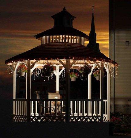 Franklin Inn on Durkee: Romantic Gazebo On Inn's Grounds