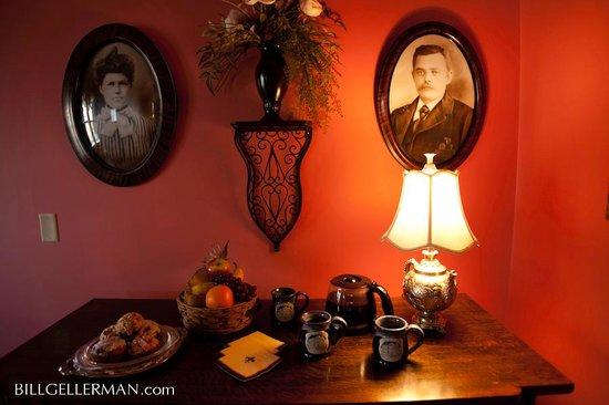 Franklin Inn on Durkee: Early Coffee Buffet