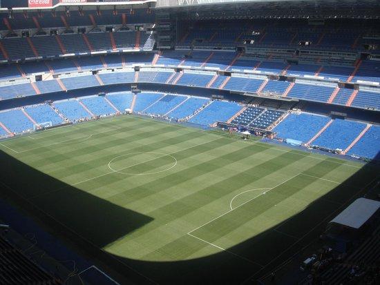 Outside view picture of stadio santiago bernabeu madrid for Estadio bernabeu puerta 0