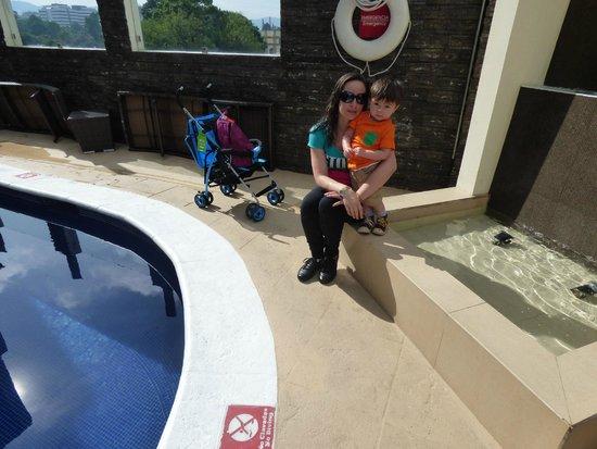 Holiday Inn Guatemala : La piscina no es tan grande pero es linda.