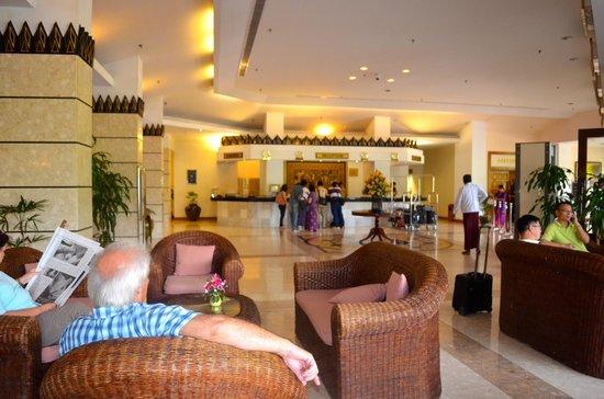 Summit Parkview Hotel: Lobby
