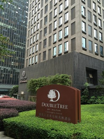 Doubletree by Hilton Chongqing North, Street entrance