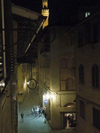 Casa vacanze Il Campo : Night time fun at the street bar
