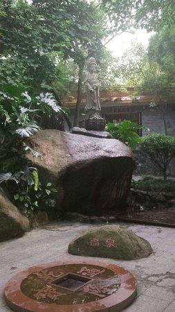 Zhuxian Cavern: .
