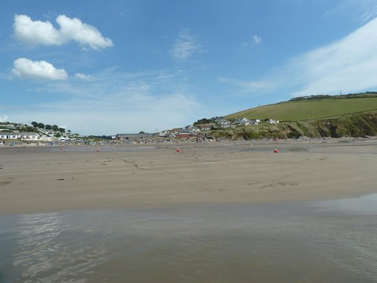 Parkdean - Challaborough Bay Holiday Park: Beach, tide out