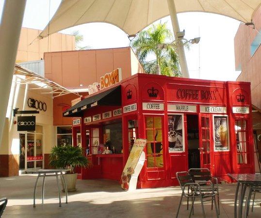 Premium Outlet Cha-am: 会場内のレストラン付近