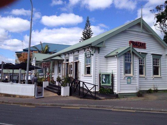 1904 Cafe: free wi fi, great coffee
