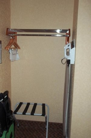 Holiday Inn Express Temecula: Ironing board and iron are good to have.
