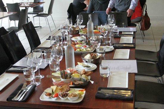 Appellation Central Wine Tours: Platter lunch at Carrick