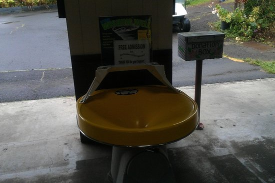 Panaewa Rainforest Zoo and Gardens: Don't forget to put something in the donation box