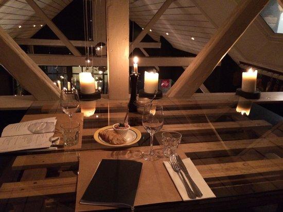 L'Endroit : Vue de la table sur la mezzanine !!!