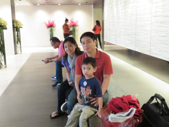Gateway Hotel (a member of Marco Polo Hotels) : lobby