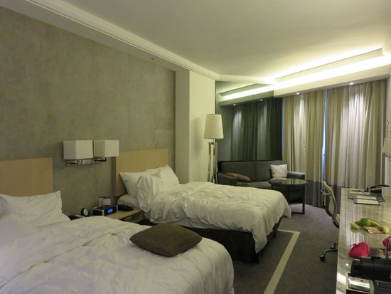 Gateway Hotel (a member of Marco Polo Hotels) : room