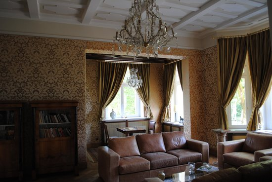 Schlosshotel Wendorf: One of the public rooms