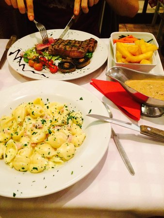 Roberto's Pizza House: Yummy pasta and steak cooked to perfection