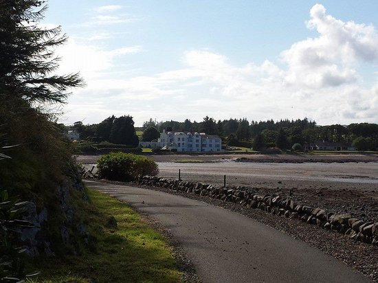 Balcary Bay Country House Hotel: View of the hotel from the bay