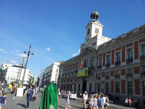 Piazza picture of puerta del sol madrid tripadvisor for Puerta del sol santiago