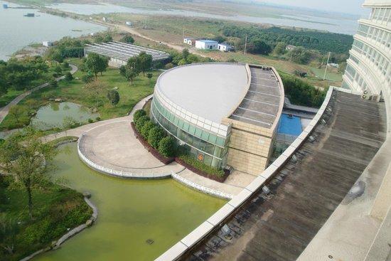 Jintan, China: Blick aus dem Fenster Richtung Pool