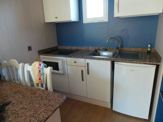 Cabau Aquasol: The kitchen