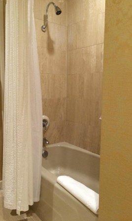 Planters Inn: Bathroom...