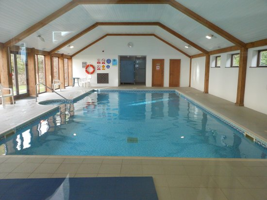 Green Acres Cottages: Swimming Pool