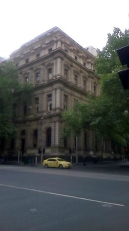 Apartments @ Melbourne: Lovely historical Treasury building