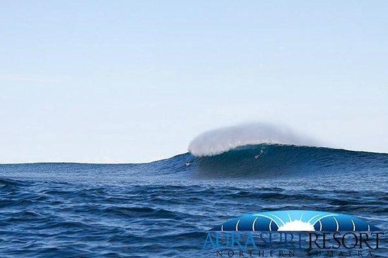 Aura Surf Resort : deep water reef