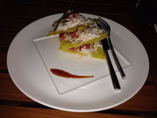 Raya Restaurant and Wine Bistro : The tuna steak stack