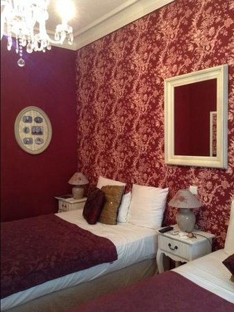 Hotel Villa Rivoli: our cosy room with two double beds, lovely for one night