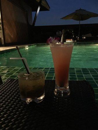 Cocktails au bord de la piscine picture of casa nithra for Au bord de la piscine