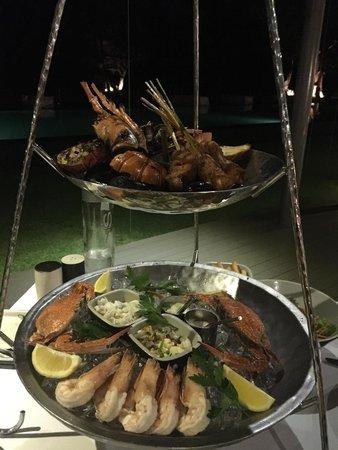 SALA Phuket Restaurant : Le plateau de fruits de mer