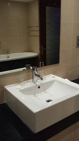Rochestown Park Hotel : Top class bathroom
