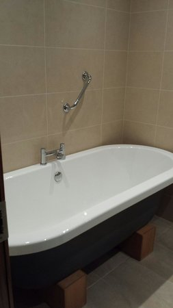 Rochestown Park Hotel: Big bath... lots of hot water!