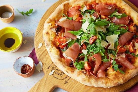Jurgis ir Drakonas Pylimo: gourmet prosciutto pizza