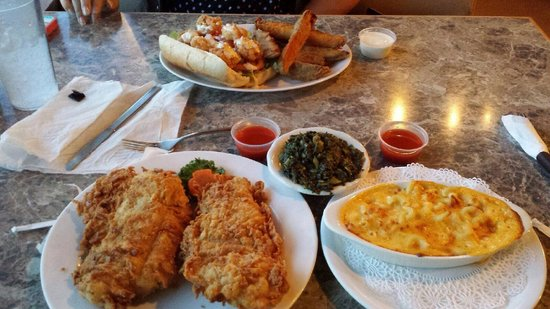City Cafe: Fried chicken w/ Mac n cheese and greens