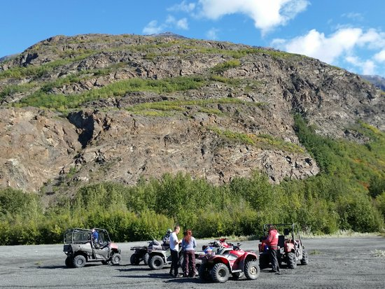 Alaska All Terrain Tours - Day Tours: A short rest stop.