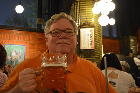 """Beer Hall Lion Ginza 5Chome: Enjoying a 1.3 L """"German-style"""" beer"""