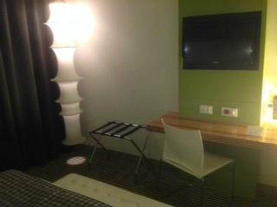 Hotel Rome Pisana: table