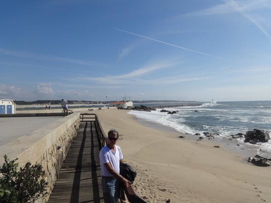 Axis Vermar Conference & Beach Hotel: Praia da Povoa de Varzim frente Hotel