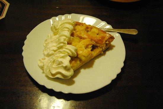 Apfelstrudel (tarta de manzana) con nata