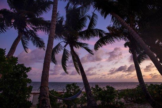 Ocean Jewels Resort : Strand am Abend