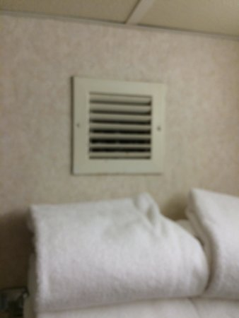 Days Hotel Boston-Harvard Fenway : Bathroom vent