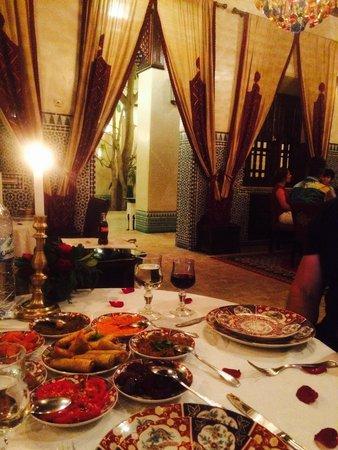 Riad Kniza Restaurant : Gorgeous and romantic