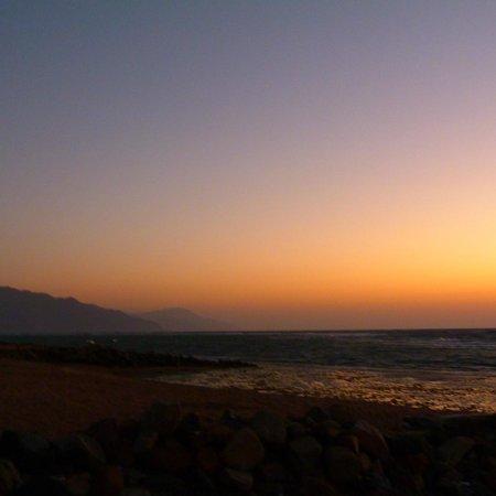 Red Sea Relax Resort: Sunrise from the Promenard