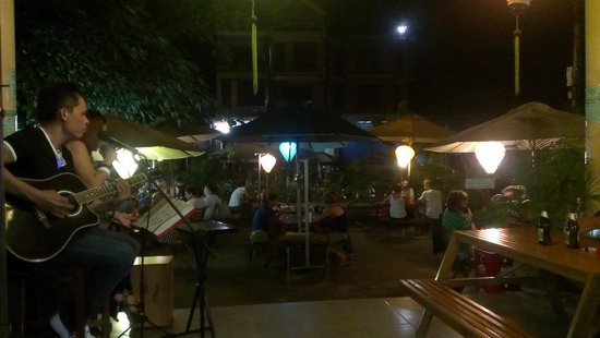 Easy Tiger: Live music on saturday night!