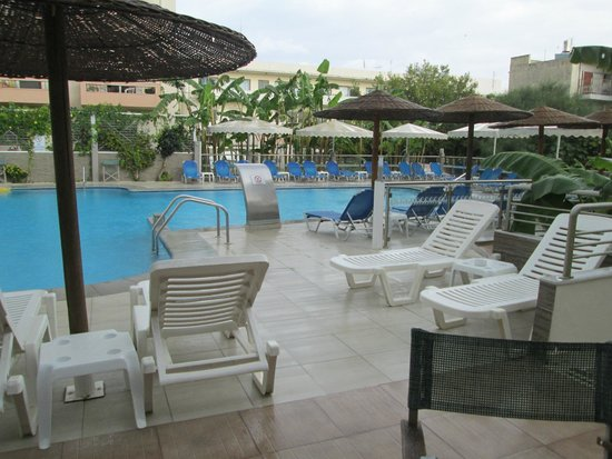 Astron Hotel : Pool area during a rain storm