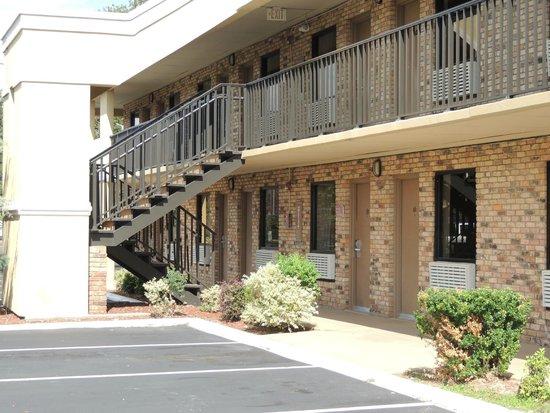 Quality Inn Biloxi: Parking area