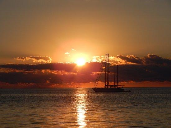 Chesapeake Beach Resort: Sunrise on beach