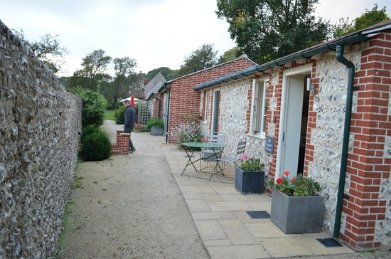 The Tiger Inn: The outside of the garden cottages.