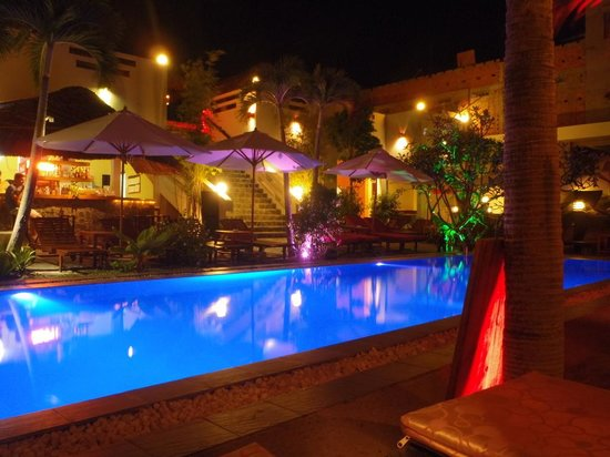 Breeze Restaurant & Bar: Poolside